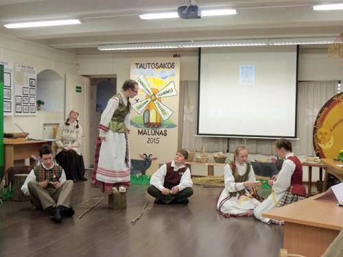 """,,Smilgelės"""" pasirodymas respublikinėse varžytuvėse """"Tautosakos malūnas-2015"""" Kauno tautinės kultūros centre"""